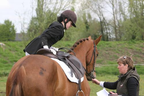 Jorien Muilwijk, hier met Hagelsun CH, onder begeleiding van Mieke Cappon