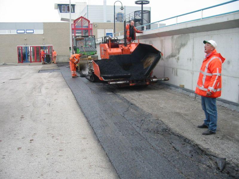 het asfalteren van de waddenpromenade